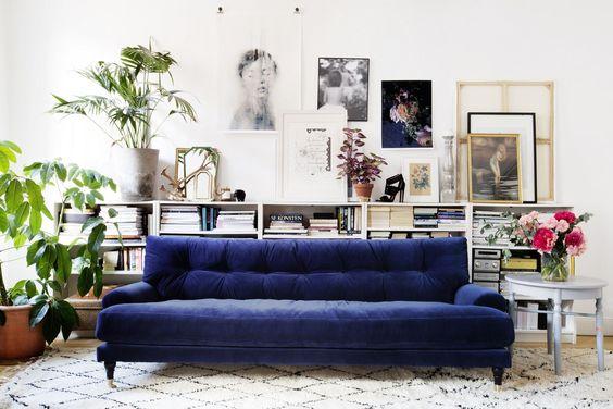 ספה בצבע סגול-כחול
